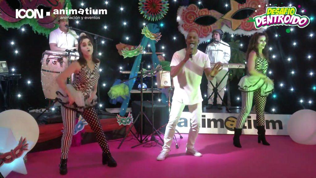 Ilde Díaz, músicos y bailarinas en la Gala Desafía Dentroido